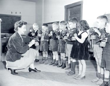 School children mobilizing for war